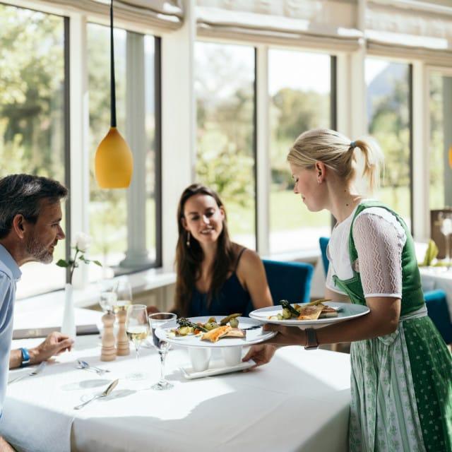 wiesenhof hotel achensee kulinarik paar 00109