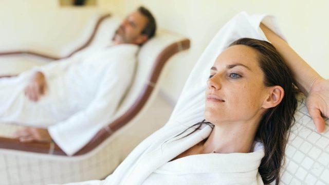 wiesenhof wellness sauna paar 00111