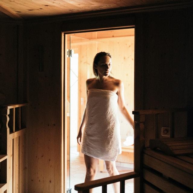 wiesenhof wellness sauna paar 00113