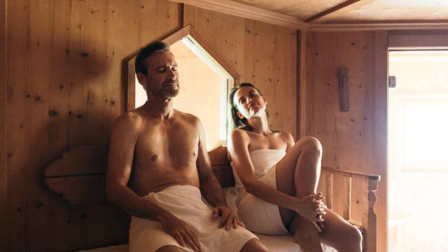 wiesenhof wellness sauna paar 00116