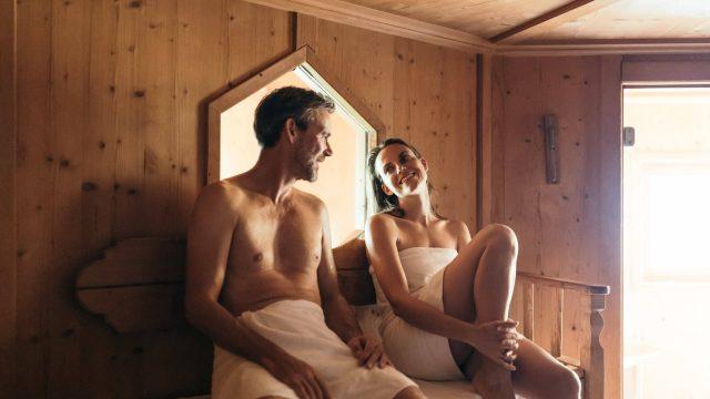 wiesenhof wellness sauna paar 00117