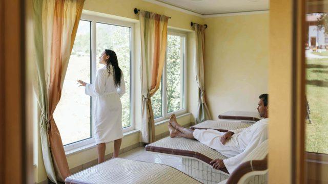 wiesenhof wellness sauna paar 00105